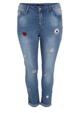 Jeans Nina mit Patchs, Denim